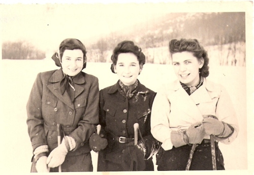 herta-skiing-with-girls
