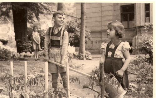 charlotte-peter-gardening1