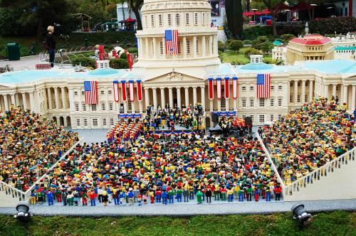 inauguration-legos