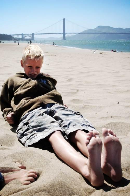 erik-feet-sand
